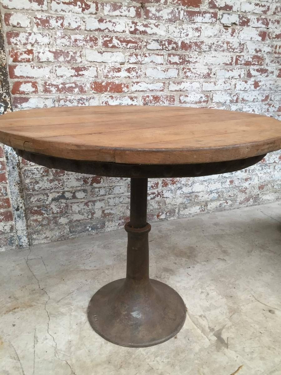 Table industrielle pied tulipe